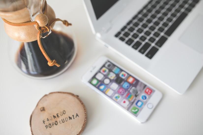 apple-iphone-desk-large